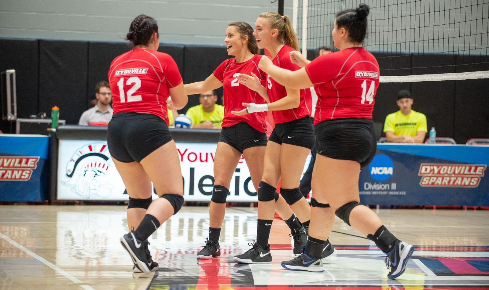 Weekend Sweep Gives Women's Volleyball Fighting Chance at Playoffs