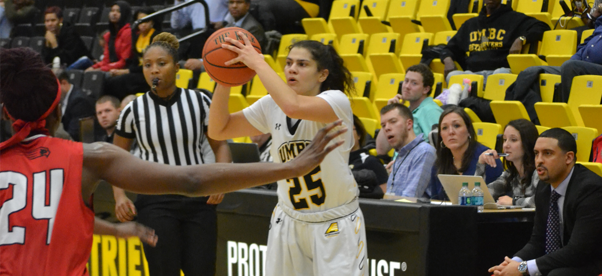 Castaldo Notches 500th Career Point, but Women's Basketball Falls to Hartford