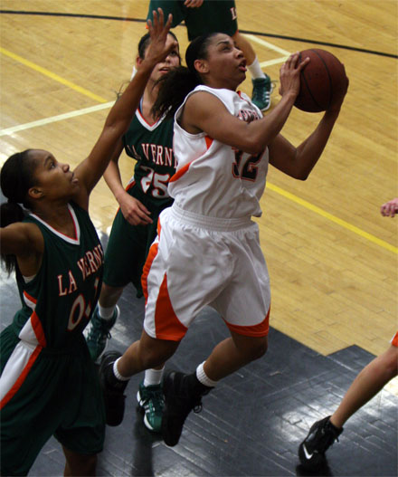 Brianne Brown's 33-point, 18 rebounds double-double led the Tigers to an upset of # 1 La Verne. (Photo: Tracy Maple)
