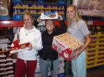 Women's Golf Participates in Food Drive