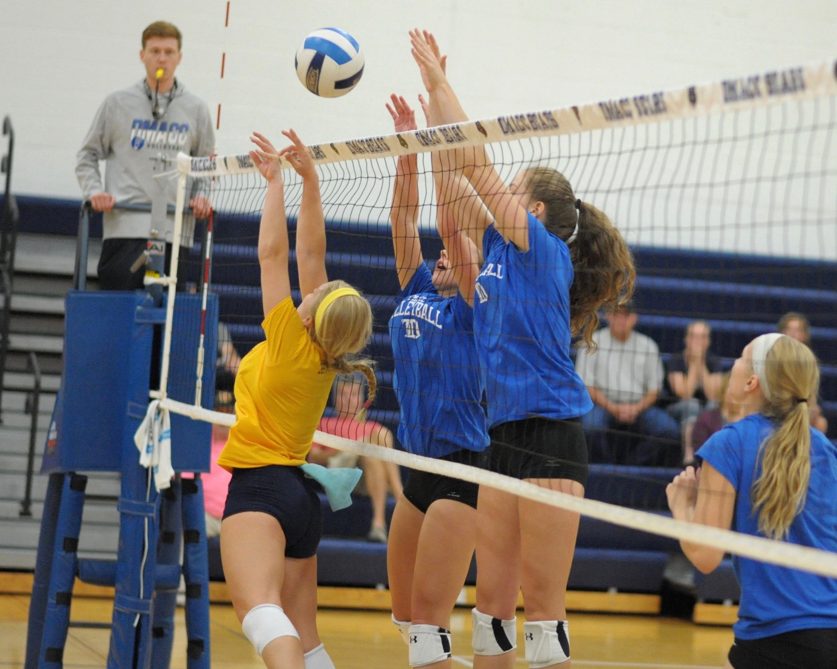 Lauren Rieck going up for block