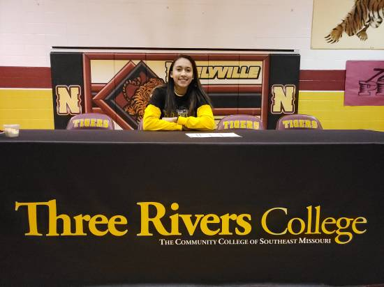 Neelyville's Autumn Dodd signs with Three Rivers
