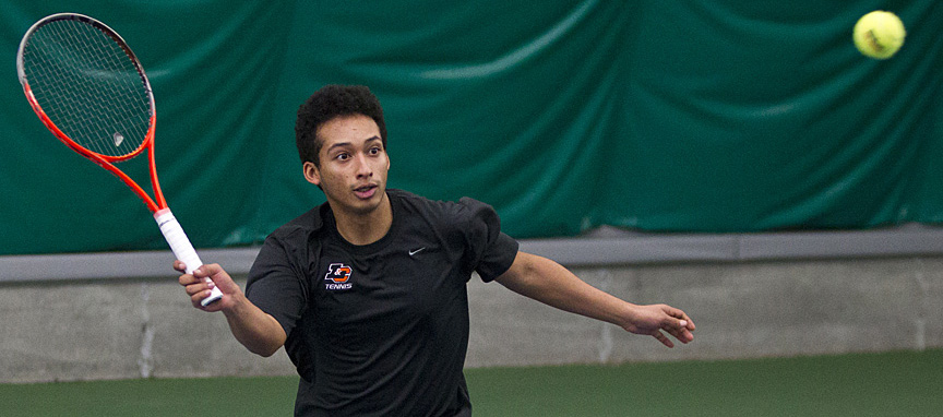 Men's Tennis Sweeps Singles Round to Defeat Pacific Lutheran 7-2