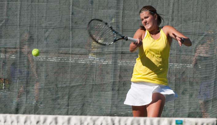 Women's Tennis Sweeps UW-Stevens Point