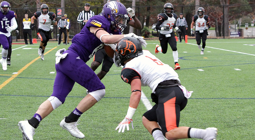 Football posts admirable performance in 21-14 loss to UMAC leaders