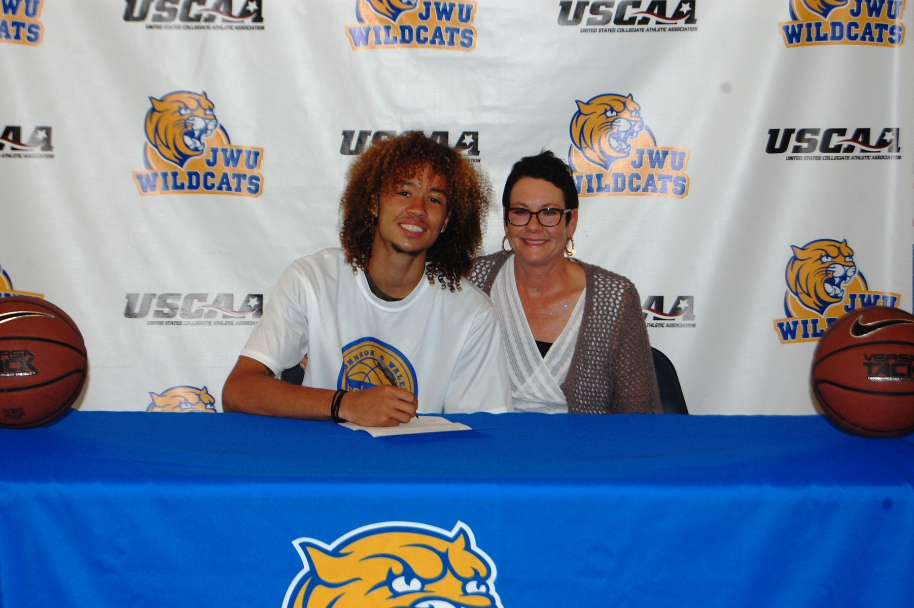 Men's Basketball Signs Transfer Rob Hobson