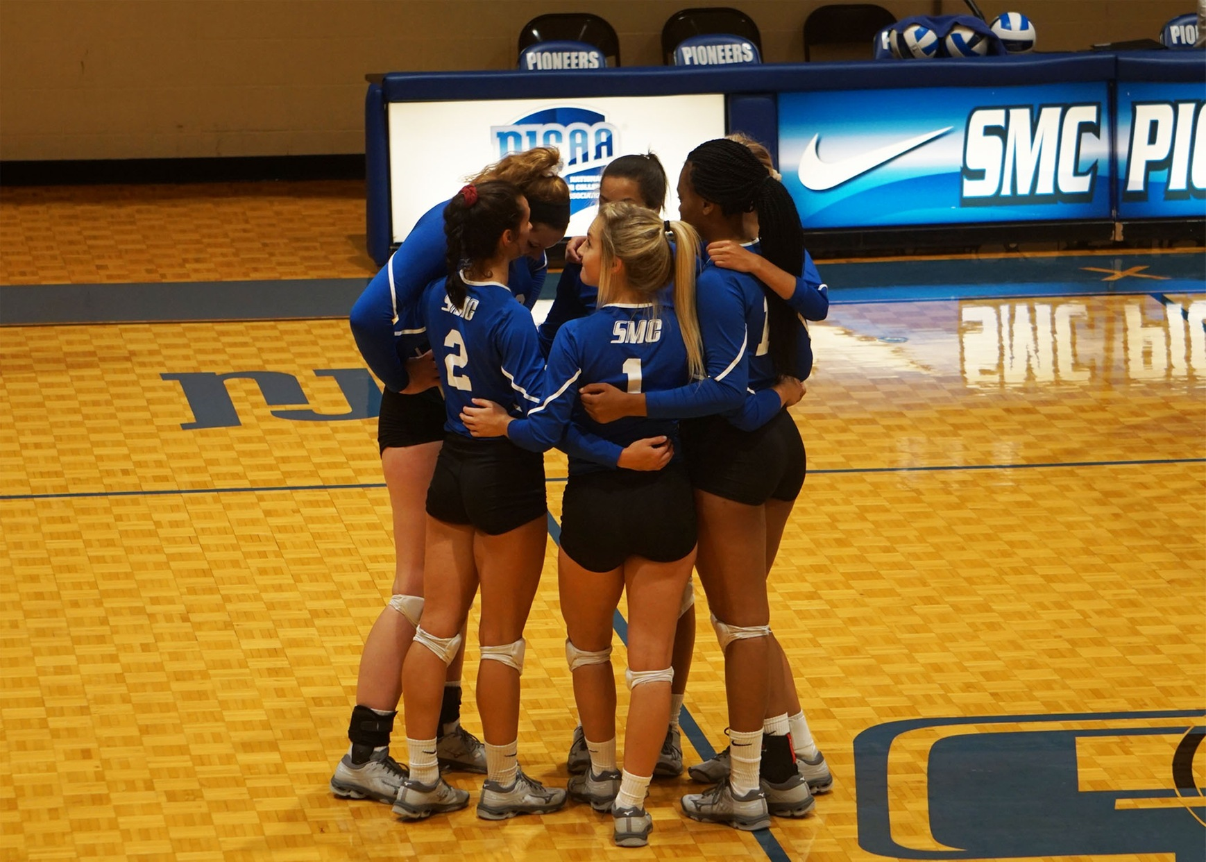 Volleyball Finishes 2-2 in SMC Invitational
