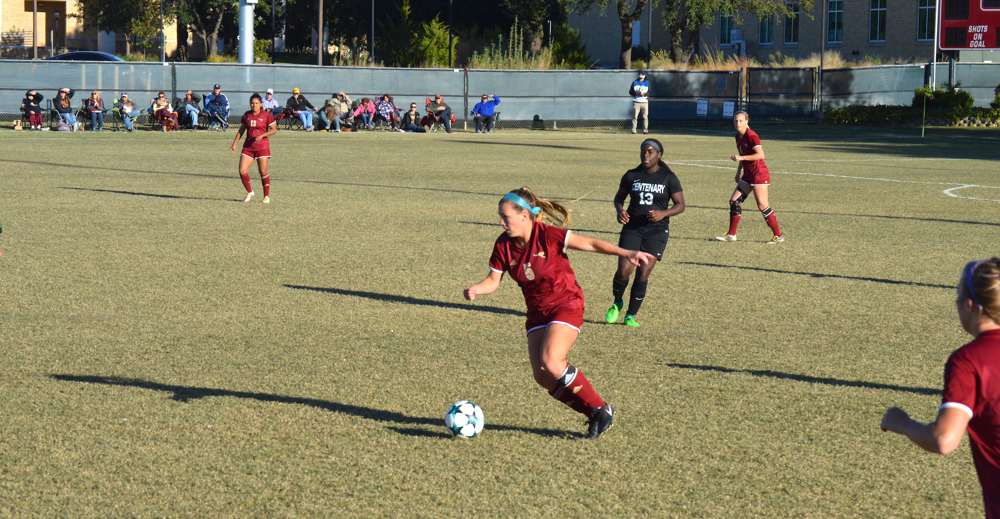 'Roos Battle to Draw in Regular Season Finale