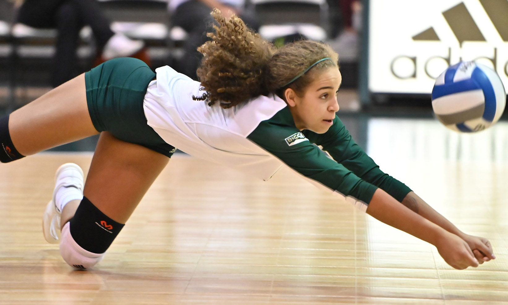 VOLLEYBALL FALLS TO 9-8 IN LEAGUE PLAY AFTER FIVE-SET ROAD LOSS AT PORTLAND STATE
