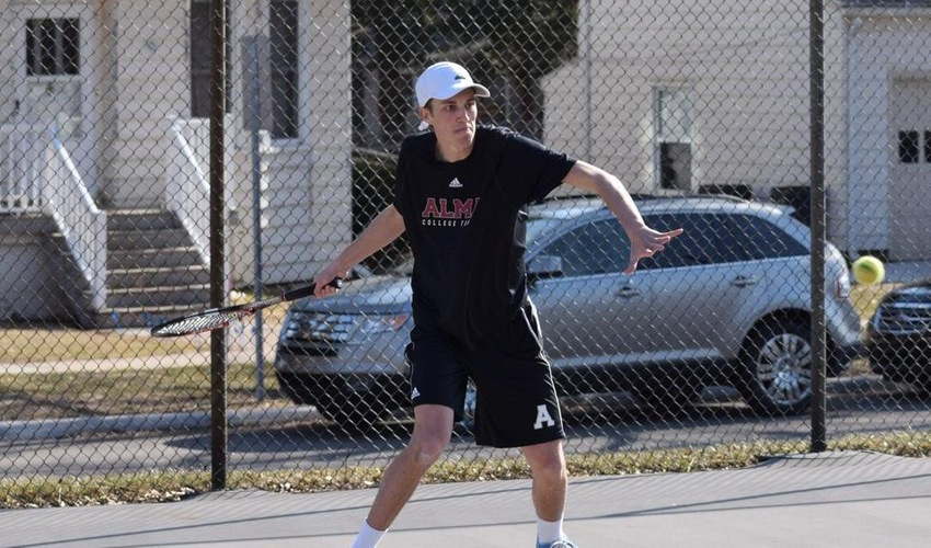 Men's Tennis Sweeps Olivet 9-0