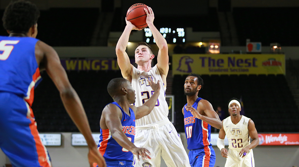 Golden Eagles outpace Tigers for wire-to-wire victory in Eblen Center