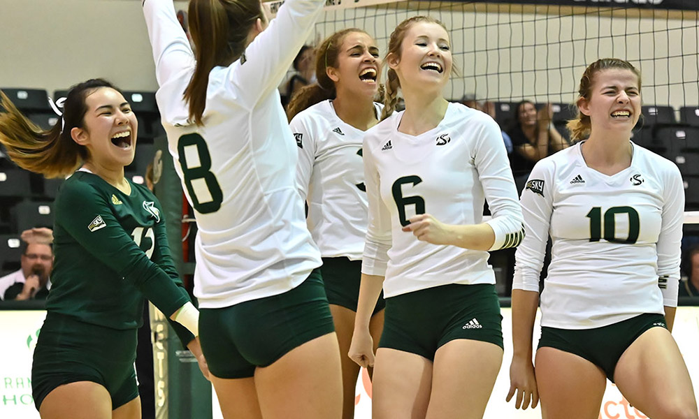 FOUR STRAIGHT WINS! VOLLEYBALL NOW ALONE IN 2ND PLACE AFTER BEATING PORTLAND STATE