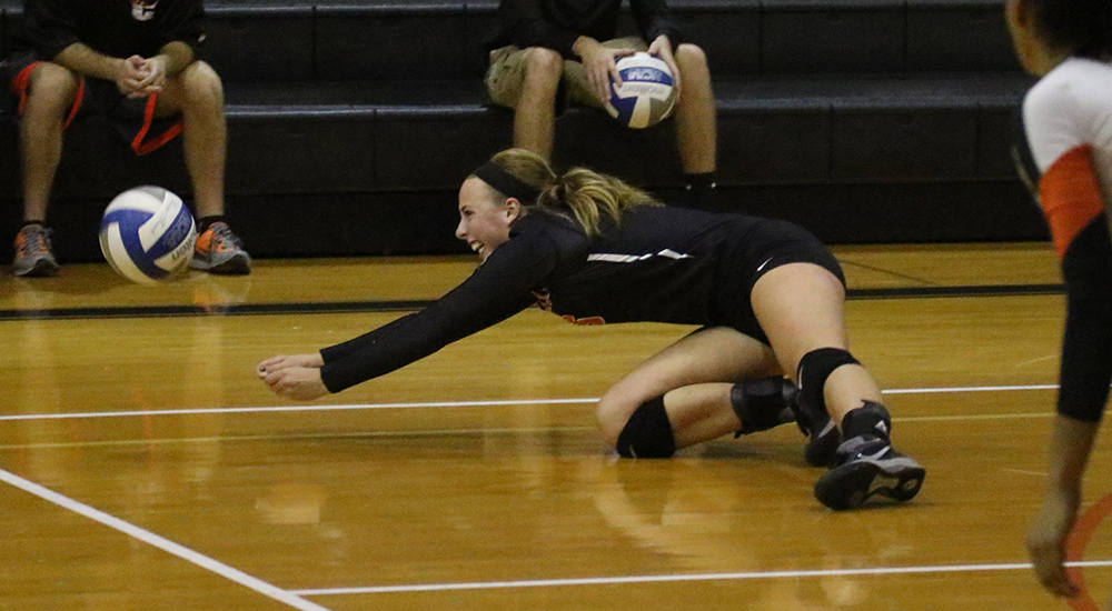 Women's volleyball tops Fontbonne