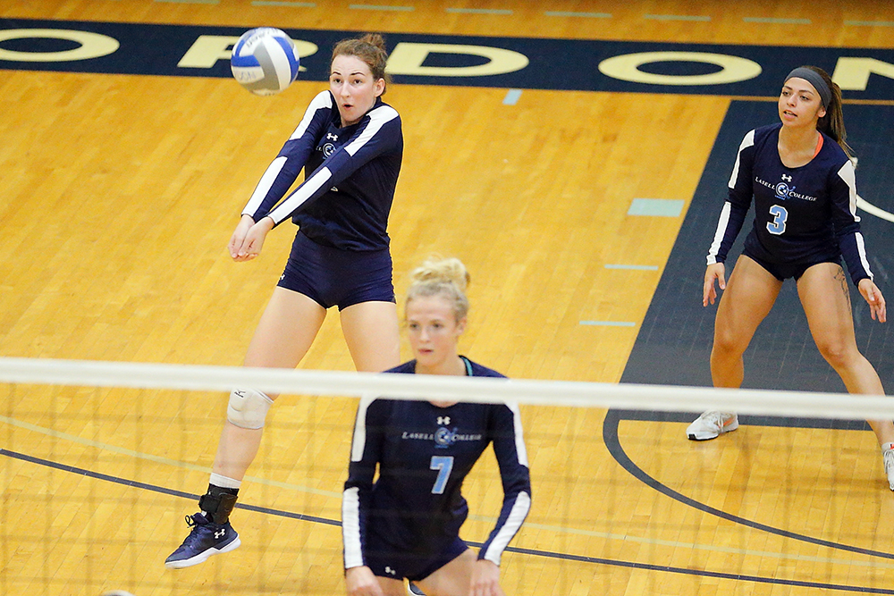 Lasell Women's Volleyball drops pair at Skidmore Tournament