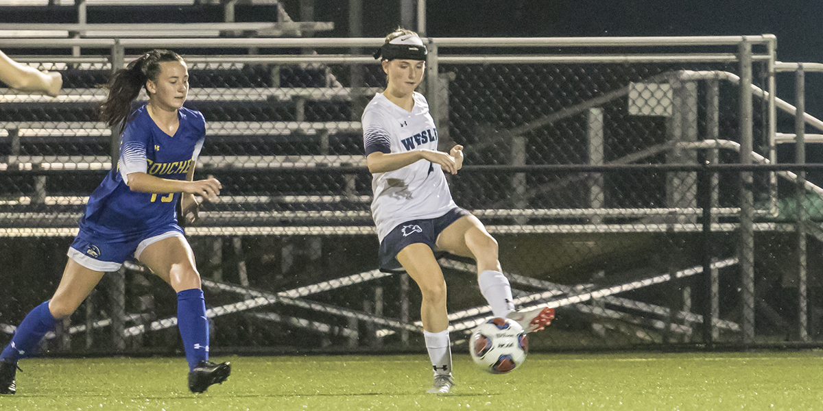 Four second-half goals propel women's soccer over Rosemont