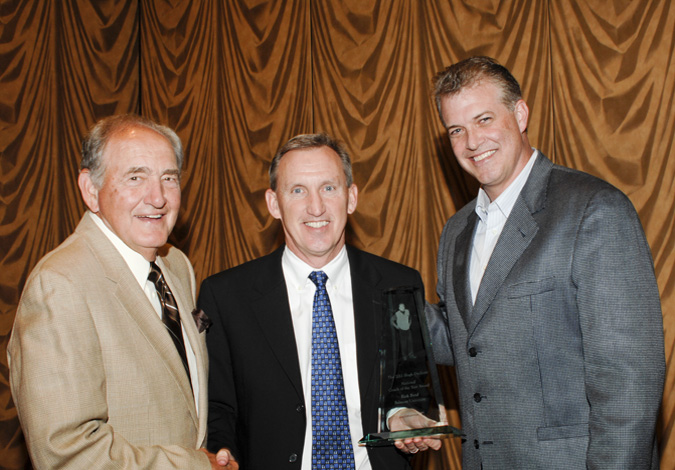 Coach Byrd (center) with award namesake Hugh Durham (left) and award presenter Buzz Peterson (right), UNC-Wilmington head coach