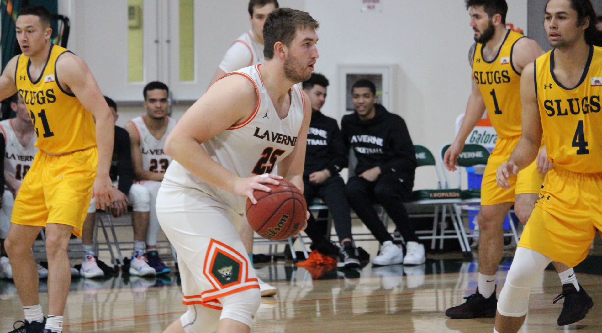 Men's Basketball closes out season at Redlands