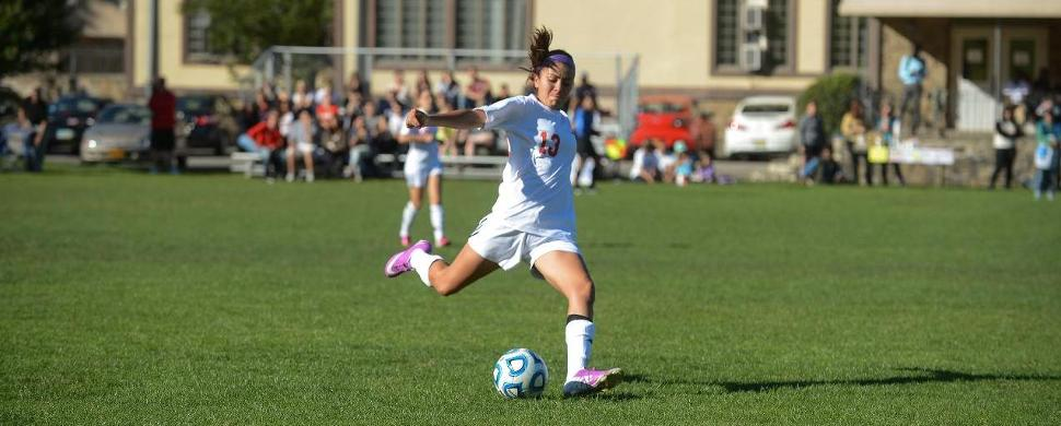 Women's Soccer Topped By #6 Saint Rose