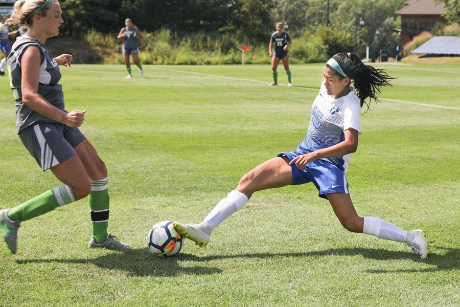 First year Liz Zhou scored her first collegiate goal in the 31st minute to lead the Blue to victory (Miranda Yang).