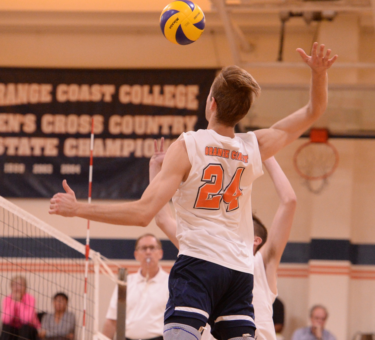Pirates keep Jets grounded in three-set sweep