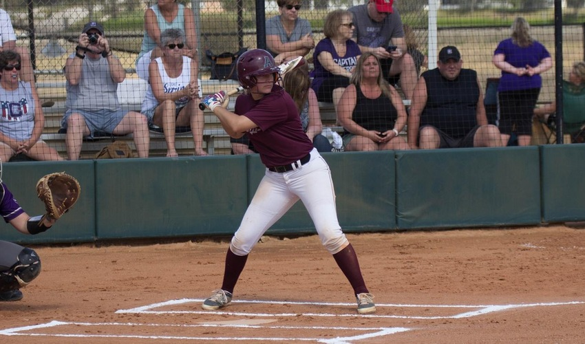 Softball Splits Two Games to End Florida Spring Trip