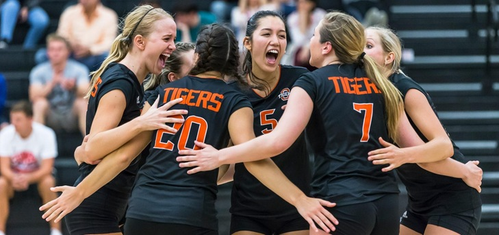 Seniors Lead Oxy Past La Verne