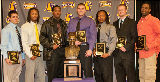 Sweeney wins Robert Hill Johnson Award; Football team announces team awards