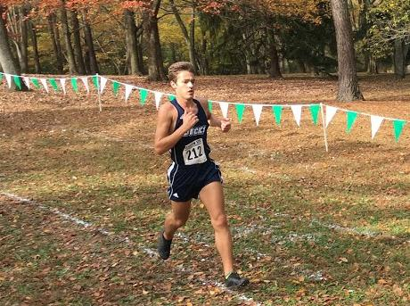 Men's Cross Country: Logan Saugling qualifies for Nationals