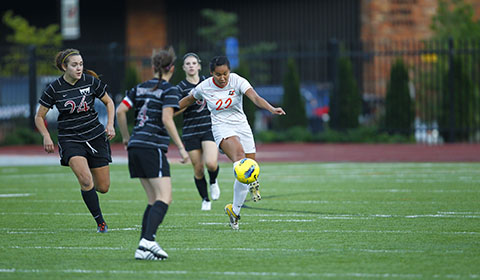 Soccer Beats Pacific, 1-0, Ties School Record for Most Conference Wins in a Season