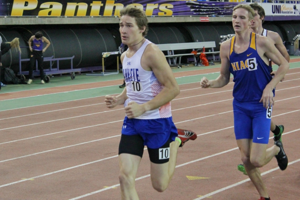 Men's Track Takes 8th at Ted Nelson Classic