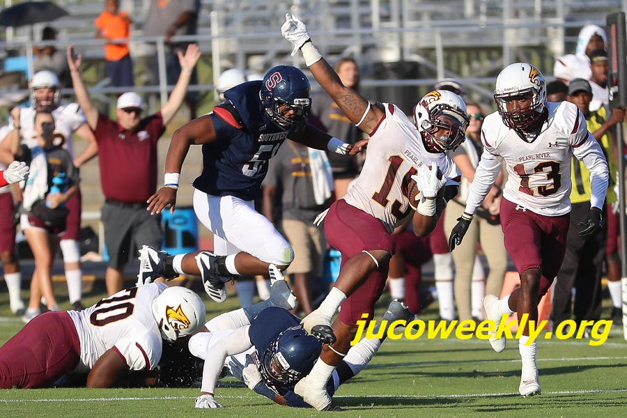 "Pearl River running back Ron Thompson breaks free at Southwest. All PRCC streamed sporting events will now be available on Roku and the Amazon Fire Stick by searching for the ""Pearl River CC"" channel. (JUCOWeekly.org)"