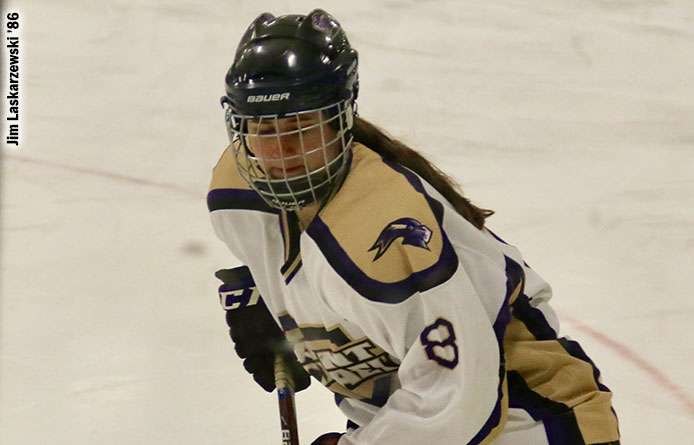 Women's Ice Hockey Wraps Up Weekend with Loss at Division I Holy Cross