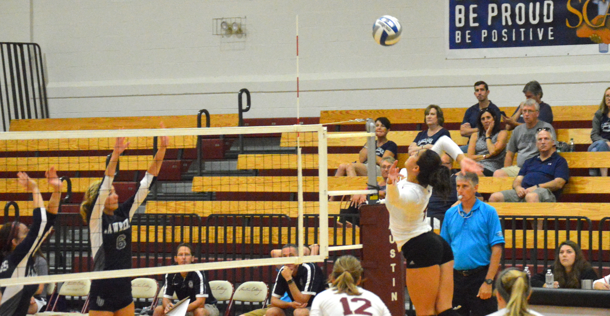 'Roo Volleybal Splits on Day One of SCAC Cross-Divisional