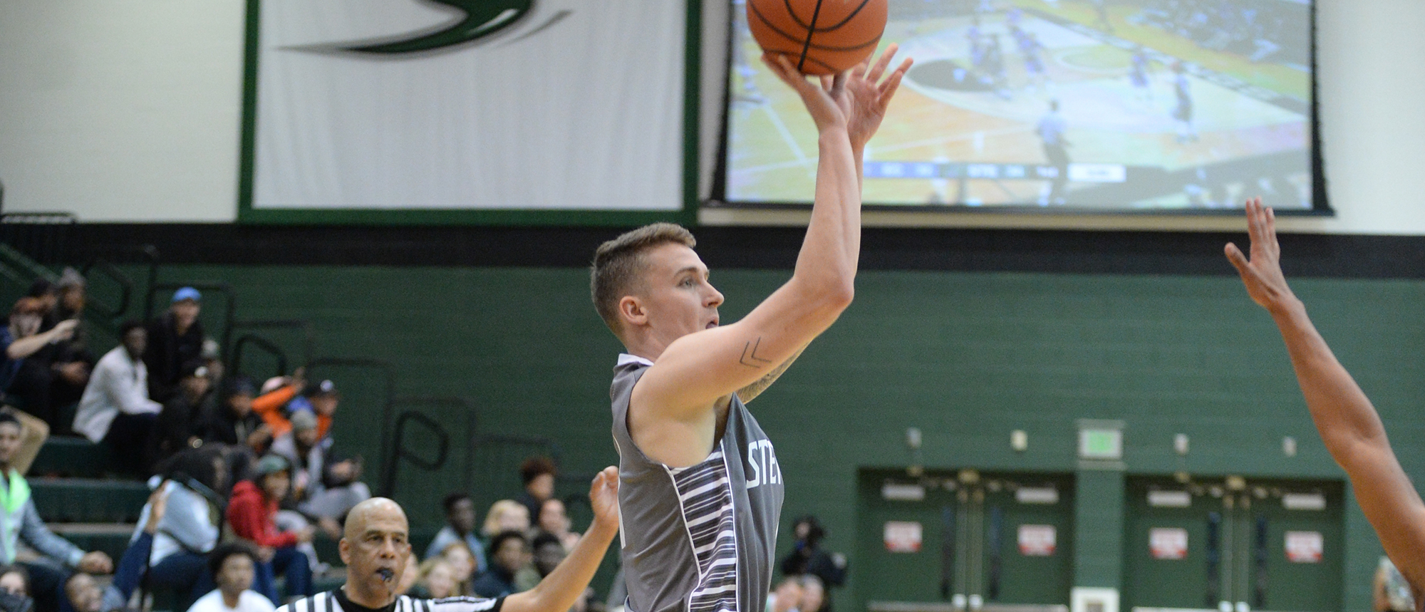 Men's Basketball Picks Up Road Win at Mount Aloysius