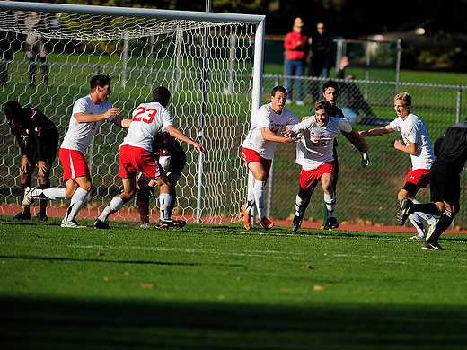 Men's soccer celebrates Senior Day with 2-1 win over #18 Swarthmore