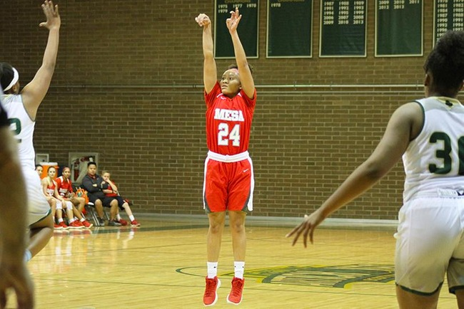 Takara Wade dropped 18 points Saturday night in Mesa's win at Scottsdale. (Photo by Aaron Webster)