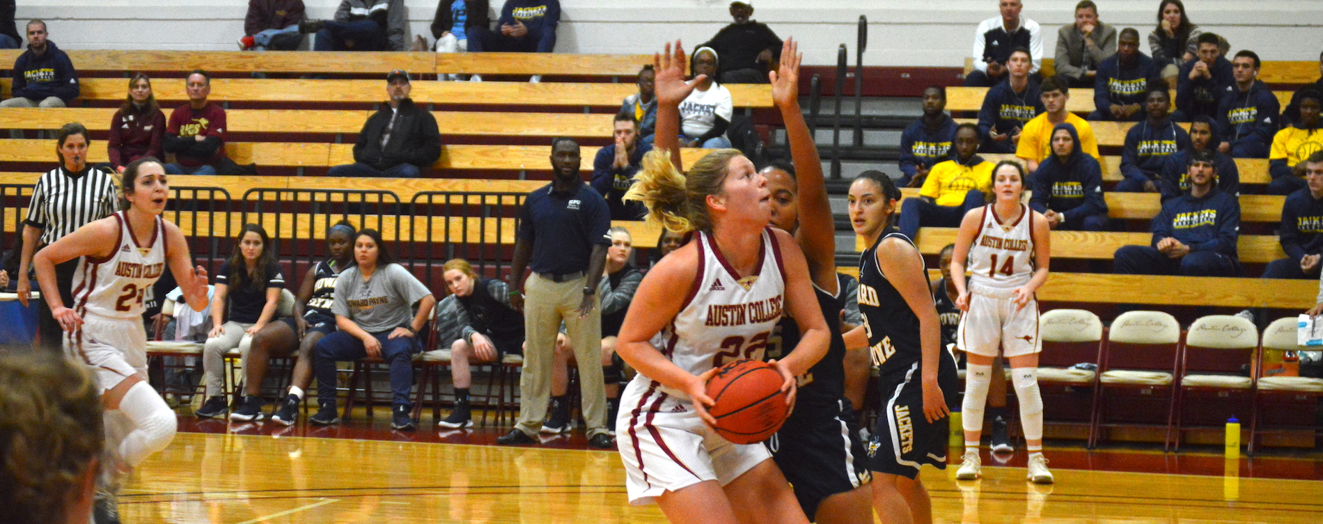 Women's Hoops Tops HPU in Season Opener