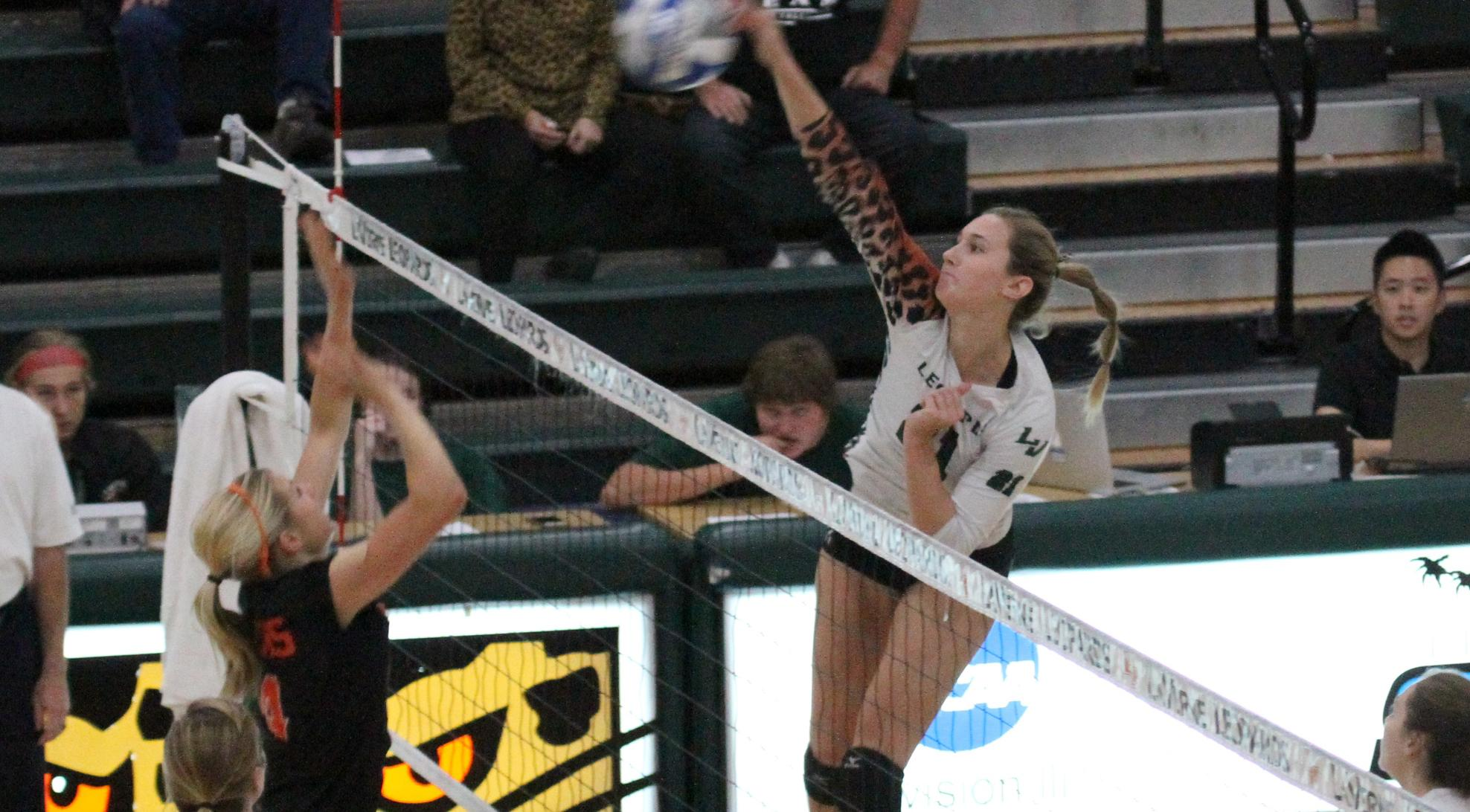 Volleyball sweeps Occidental, moves into first place