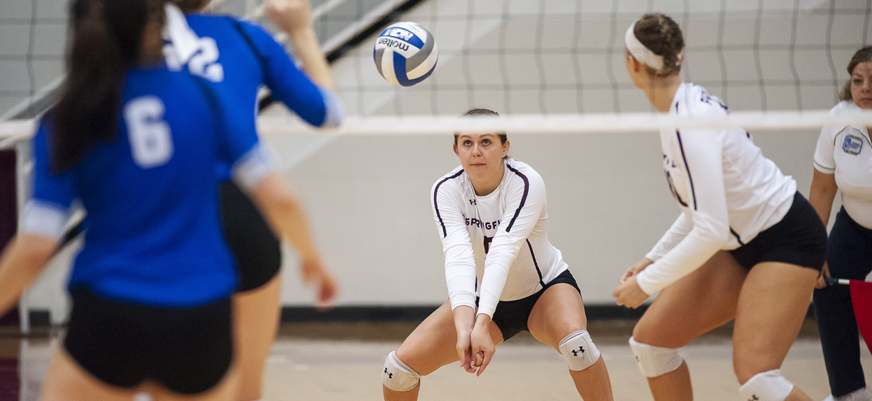 Women's Volleyball Tops Williams, Falls To Middlebury In New England Challenge