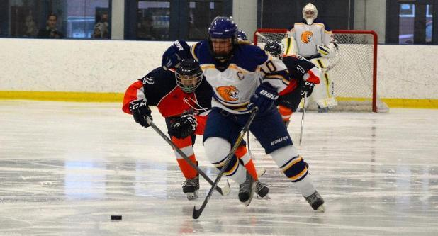 Women's Ice Hockey Opens Season With 6-1 Victory