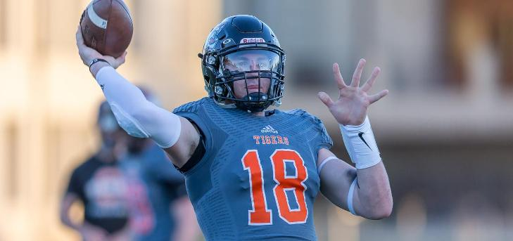 Scott Passes Collins, Breaks SCIAC Passing Record