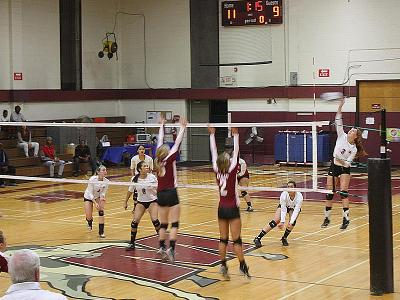 Volleyball Edges HACC; Advances To Region Final 4