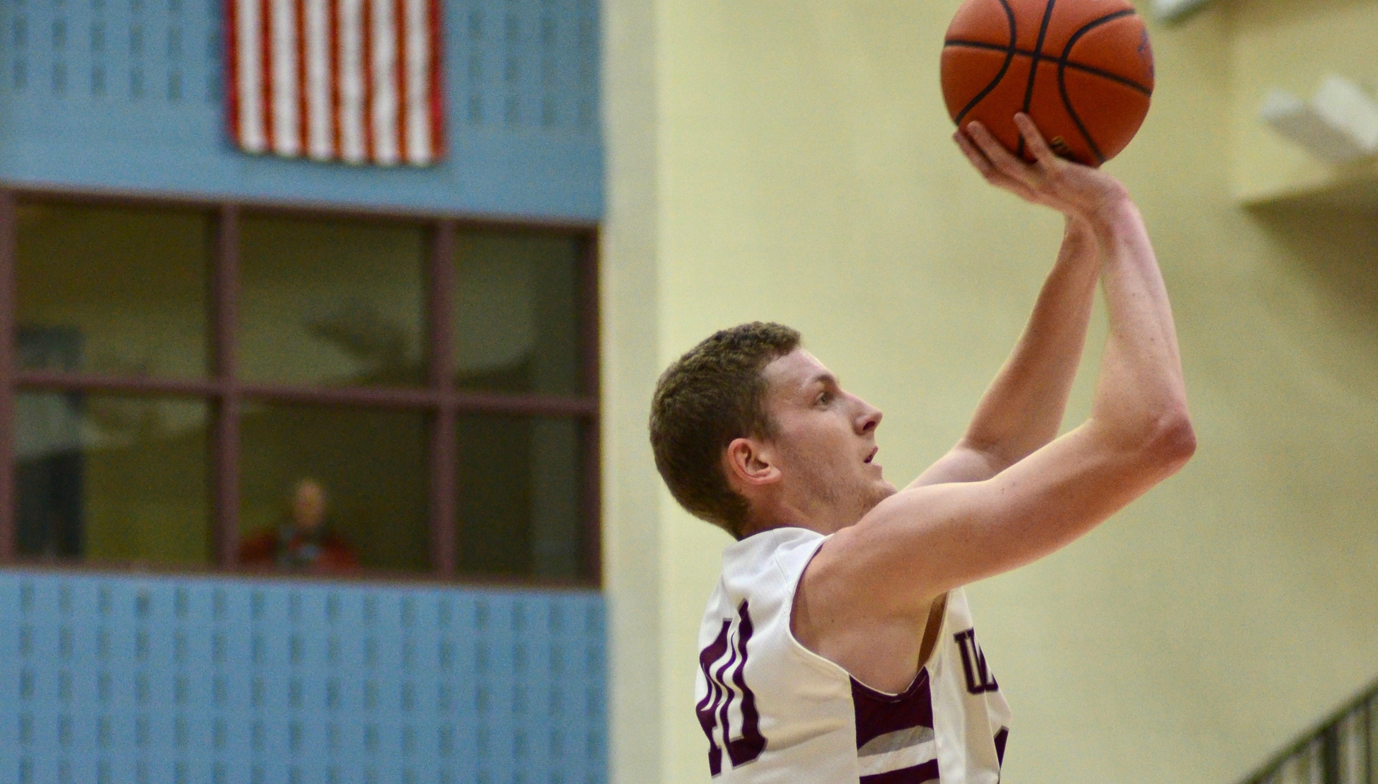 Men's Basketball Unable To Keep Up With Holy Family