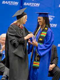 2019 Barton Outstanding Graduate Kieora Nichols receiving her award from Dean of Students Angie Maddy.Photo by Brandon Steinert.