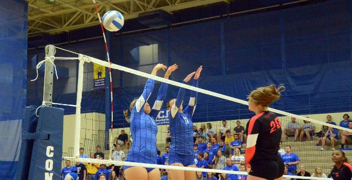 Volleyball drops matches to St. Norbert, UW-SP at Pizza Hut Classic