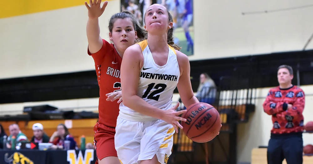 Endicott Escapes Offensive Surge from Women's Basketball