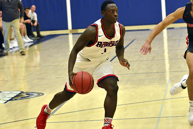 Men's Basketball Takes Down Hilbert