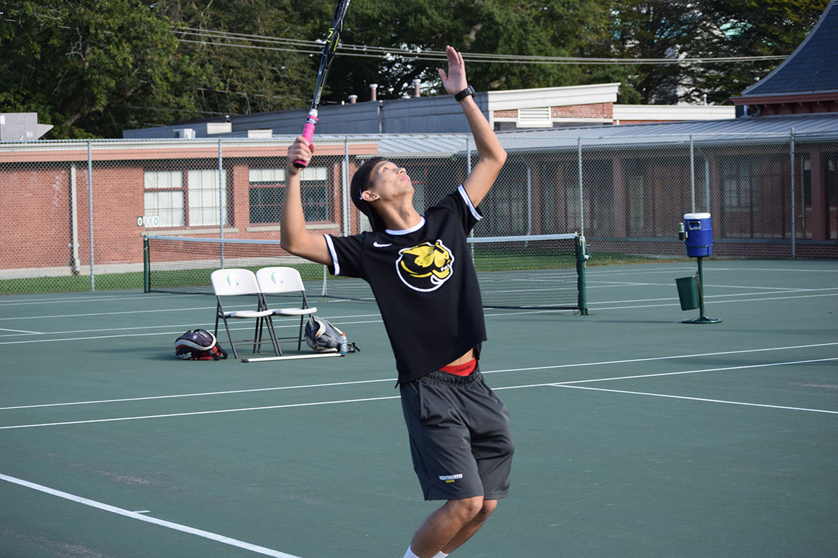 Men's Tennis Swept by Endicott