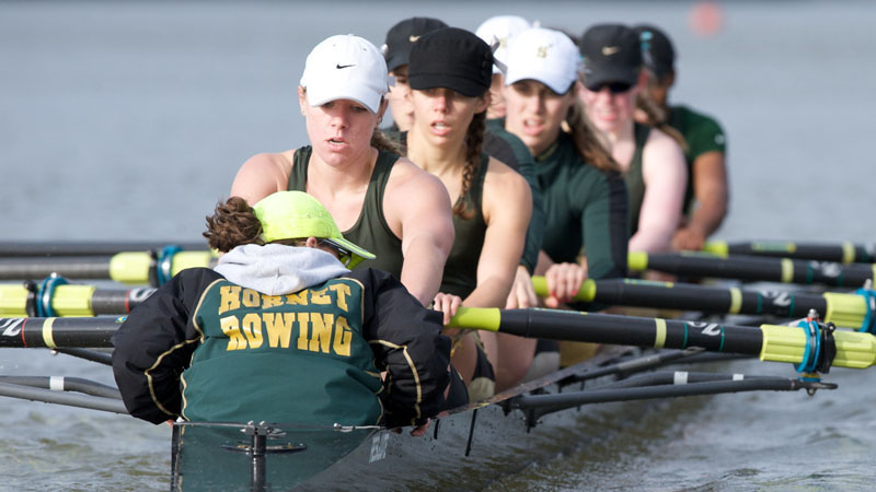 ROWING'S VARSITY EIGHT PLACES FIRST IN ITS HEAT, ADVANCES TO CREW CLASSIC GRAND FINAL