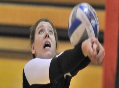 Golden Eagles Top Petrels in Volleyball
